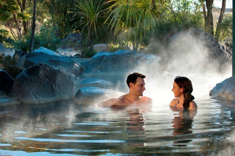 Rotorua Combo Day Tour: Wai-O-Tapu - Lady Knox Geyser - Champagne Lake - Polynesian Spa Resort