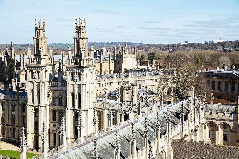 Oxford and Stratford-Upon-Avon Day Tour w/ Christmas Lunch in The Cotswolds**London Sightseeing Included -- Christmas Day Only!**