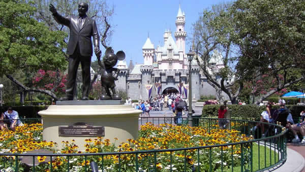 3-Day Disneyland and Universal Studios Bus Tour (SFO in/SFO out)