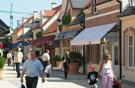 La Vallee Village Outlet Shopping from Paris