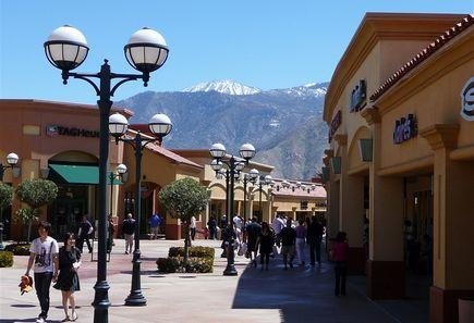 1-Day Palm Springs Factory Outlet Plaza Tour