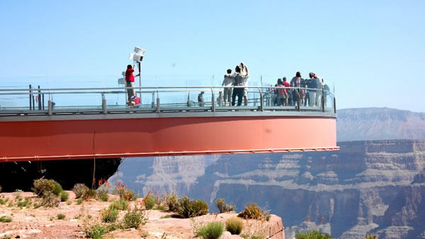 6-Day Grand Canyon, Antelope Canyon & Las Vegas Bus Tour: Los Angeles, Hoover Dam and California Theme Parks