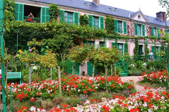 8.5-Hour Monet's Gardens Bike Tour