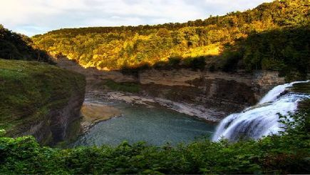 sightseeing east coast usa:2-Day Finger Lakes, Grand Canyon of the East, Watkins' Glen, Lake Cruise Tour from New York