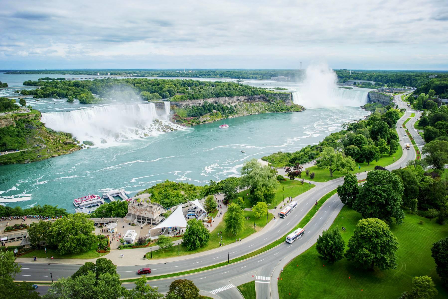 5-Day Chicago to Niagara Falls Tour W/ Detroit, Toronto, & Cleveland