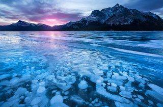 3-Day Rockies Winter Tour from Calgary: Emerald Lake, Johnston Canyon, and Lake Louise