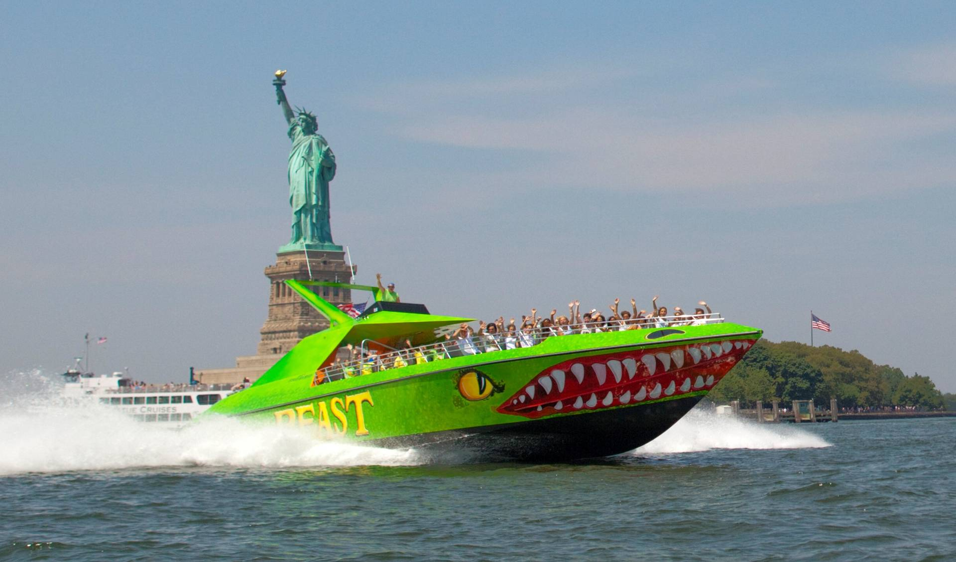 "30-Minutes Speedboat Ride - ""The Beast"""