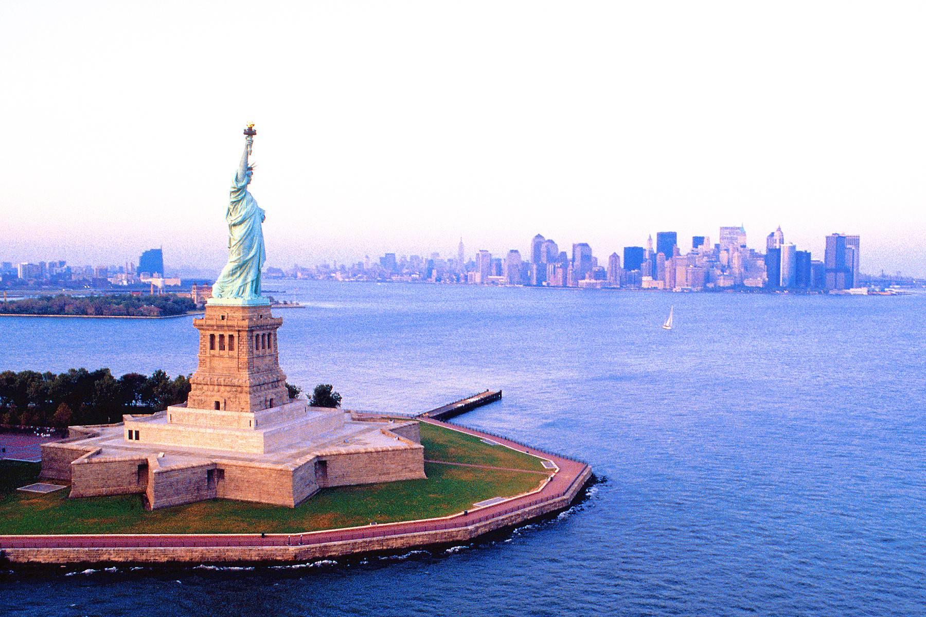 5-Day US East Coast Tour From New York: Philadelphia, Washington, D.C., Niagara Falls and Boston