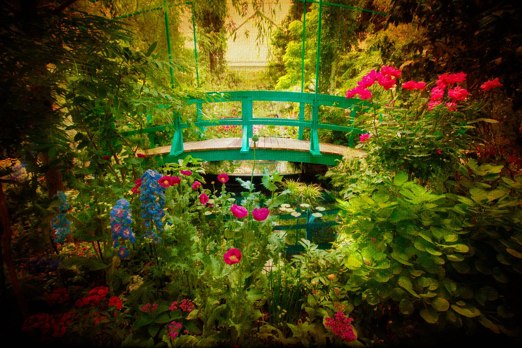 Monet House and Gardens Guided Tour from Paris