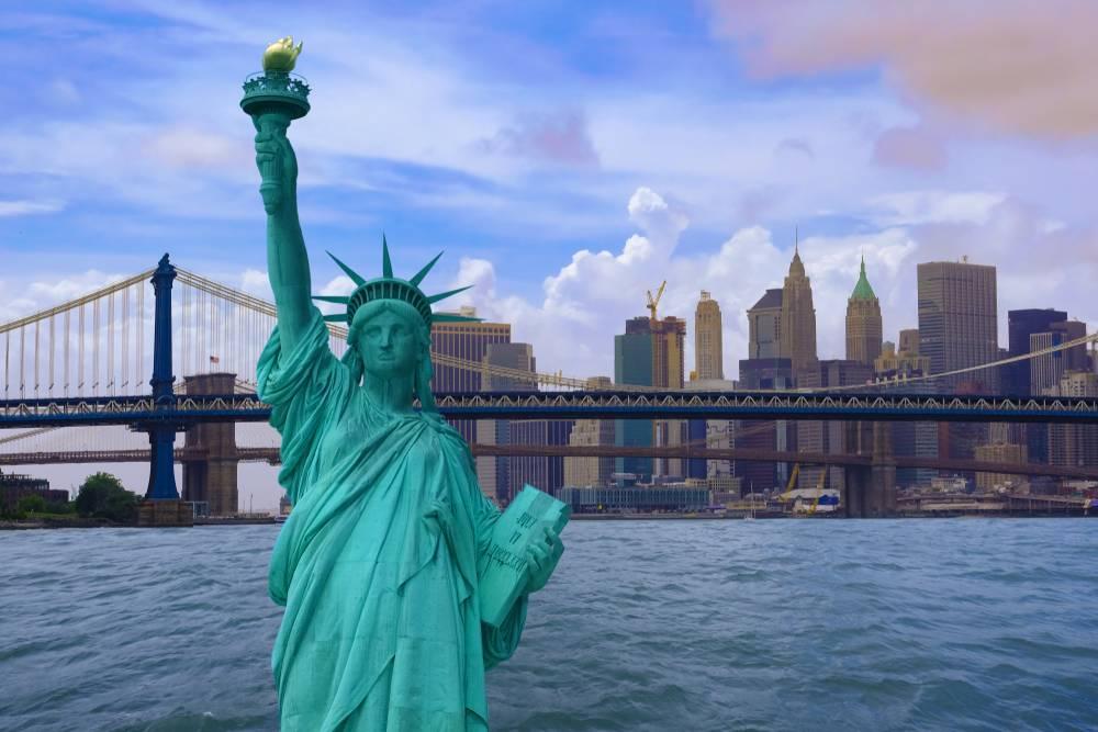 5-Day Standard U.S. East Coast Bus Tour: Washington, D.C., Boston, Philadelphia and Niagara Falls