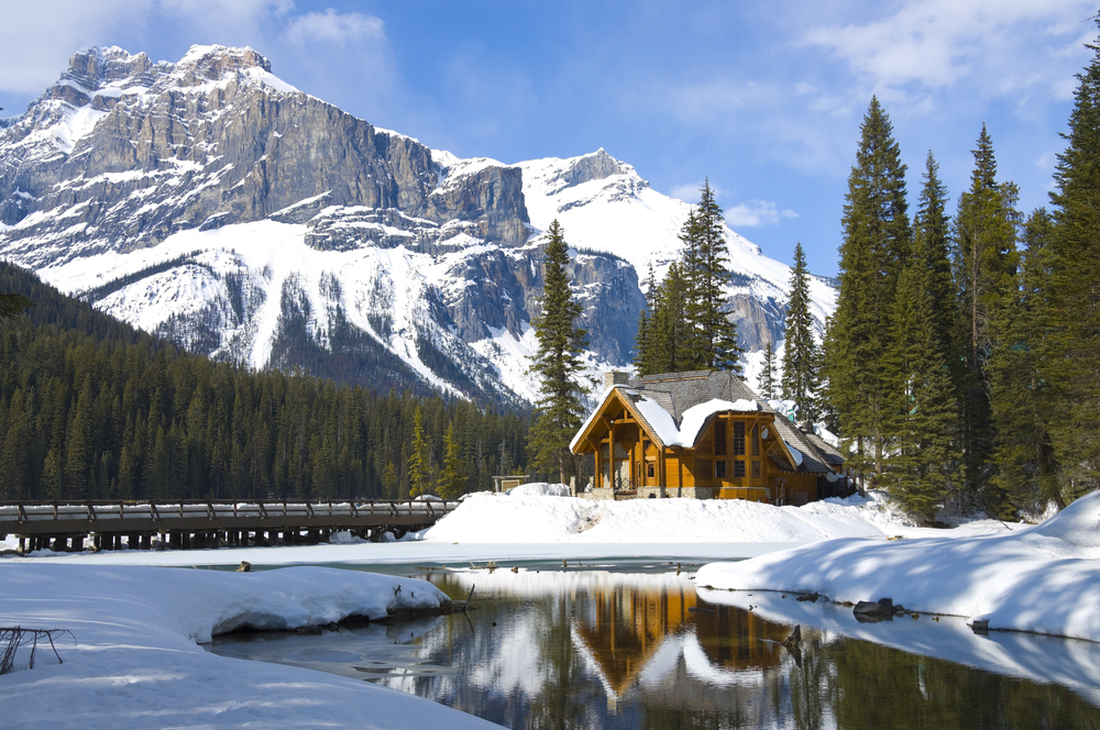 3-Day Rockies Fairmont Winter Tour from Calgary: Banff, Emerald Lake, and Lake Louise