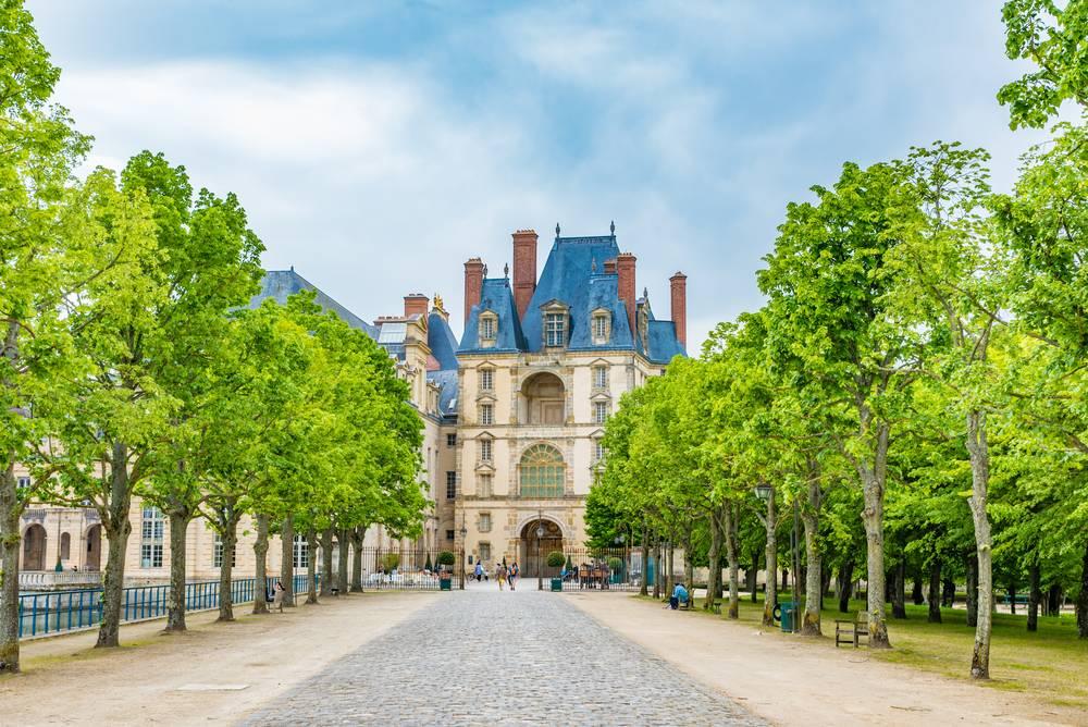 Fontainebleau + Vaux le Vicomte Day Trip from Paris w/ Audio Guide