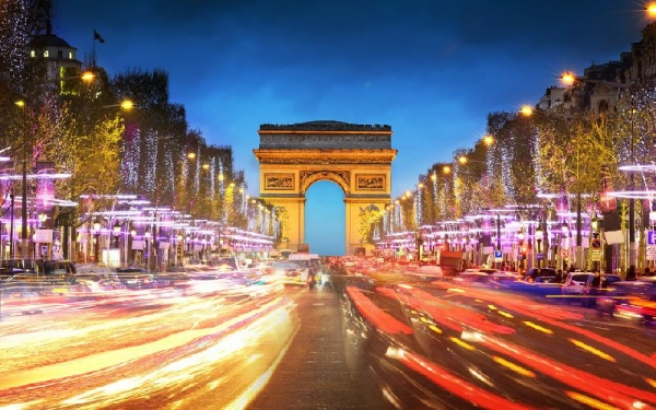 8-Day Western Europe Tour w/ Airport Shuttle Service: Paris to Amsterdam
