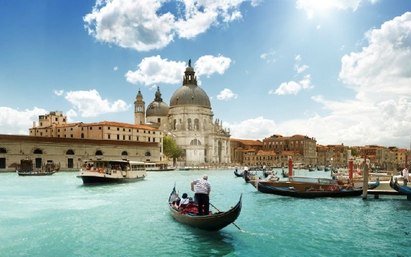 7-Day Italy, Switzerland, and France Tour from Paris