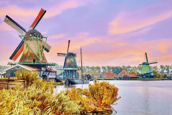 Amsterdam City Tour with Volendam, Marken, and Zaanse Schans Windmills