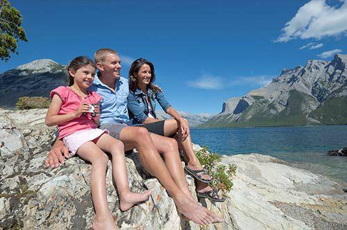 Explore Banff Sightseeing Tour & Lake Minnewanka Cruise With Banff Gondola