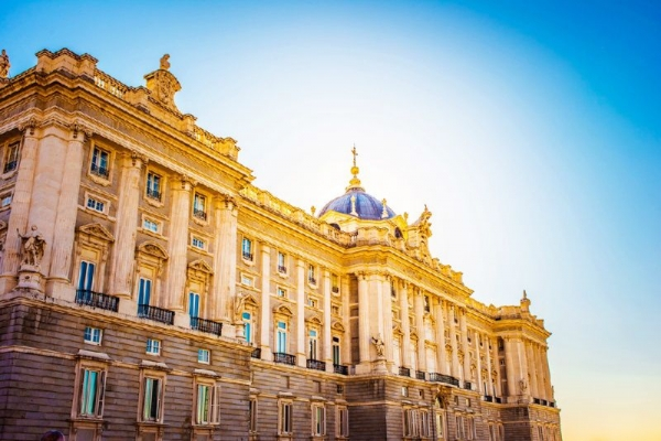 Hapsburgs Madrid Walking Tour w/ the Royal Palace