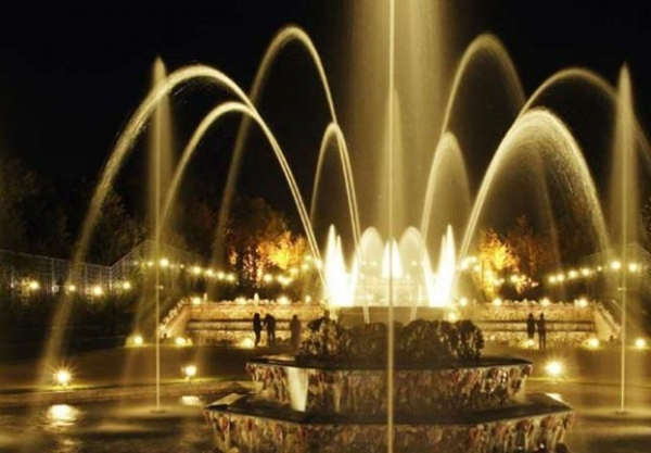 Versailles Fountains and Fireworks Show w/ Hall of Mirrors Serenade