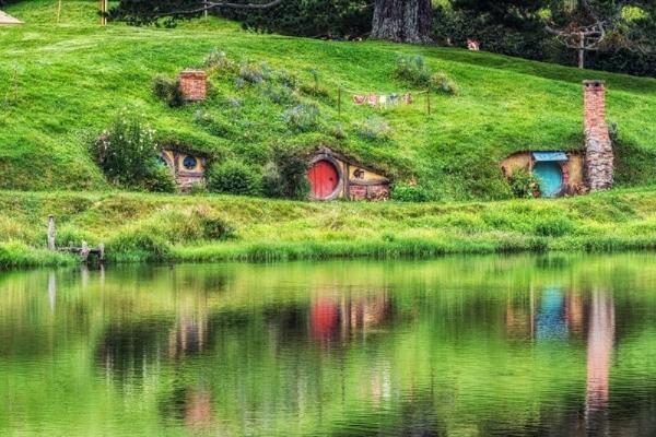 Waitomo Glowworm Caves & Hobbiton Day Trip From Auckland