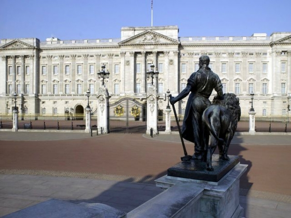 London Bus Tour + Buckingham Palace State Rooms + River Cruise