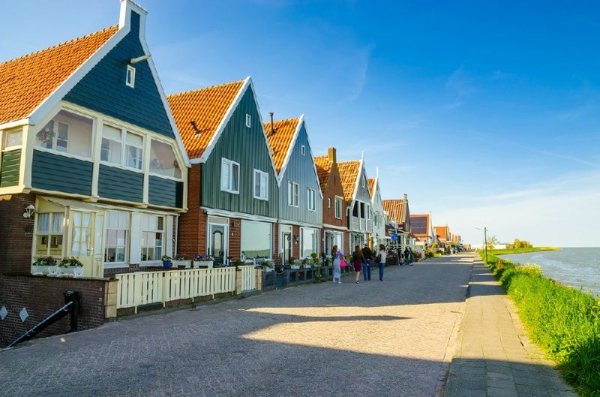 Marken, Volendam, Edam, and Dutch Windmills Small Group Tour