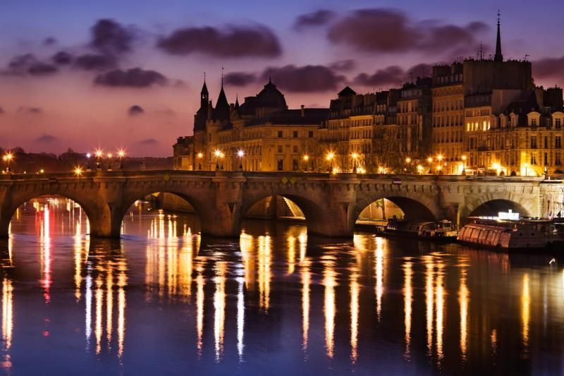 Christmas Dinner Cruise in Paris: Dec 24 and 25