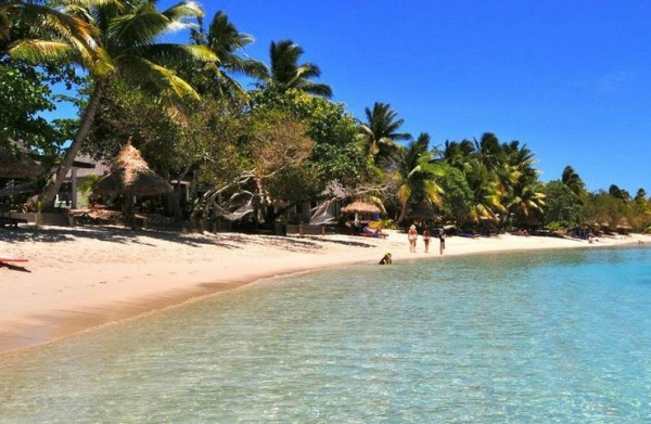 11-Day Fiji Adventure Tour: Robinson Crusoe Island, Beachcomber Island, Barefoot Manta & Blue Lagoon Resort