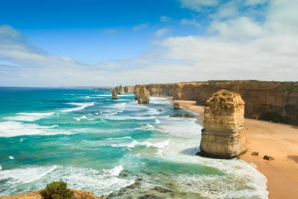 Great Ocean Road Tour: Split Point Lighthouse - Loch Ard Gorge - Twelve Apostles (Free entry into Eureka Skydeck 6/22-7/8)
