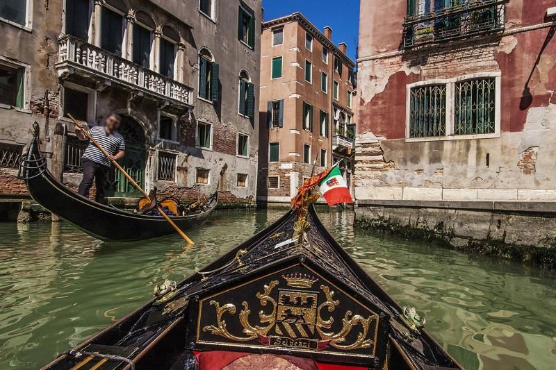 Venice Gondola Ride: Shared Gondola -- Up to 6 Passengers