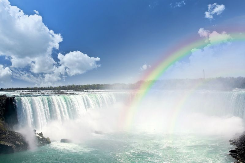 VIP Niagara Falls Tour from Toronto with Hornblower Cruise & Buffet Lunch