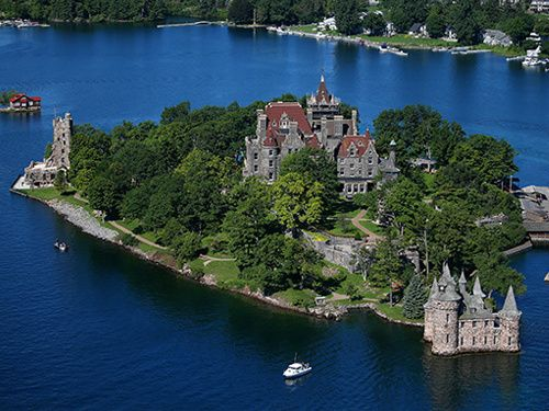 Thousandl Island Helicopter Tour with Boldt and Singer Castles from Gananoque