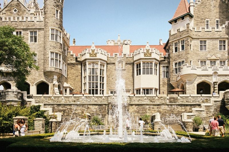 Small-Group Gems of Toronto City Tour W/ Casa Loma