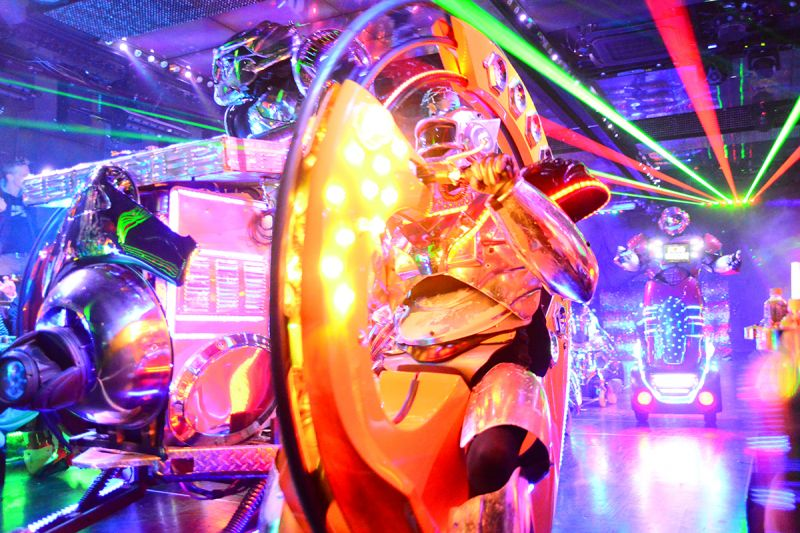 【Robot Restaurant】Robot shows in the extraordinary space!!