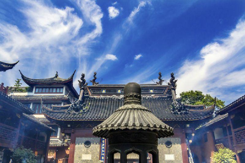 Highlights of Shanghai Tour: Yu Garden, The Bund Stroll and Tianzifang