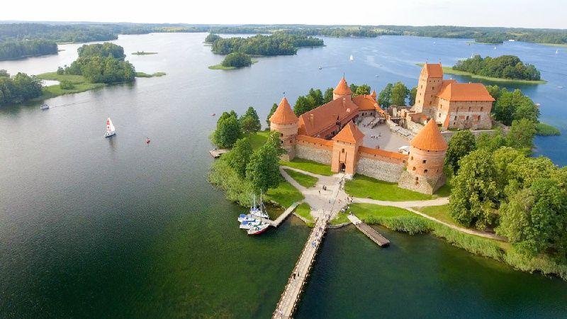 13-Day Baltics, Helsinki, and St. Petersburg Tour: Vilnius to St. Petersburg