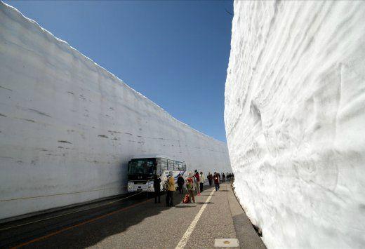 2-Day Tateyama Kurobe Alpen Route: Cherry Blossom and Snow Walls