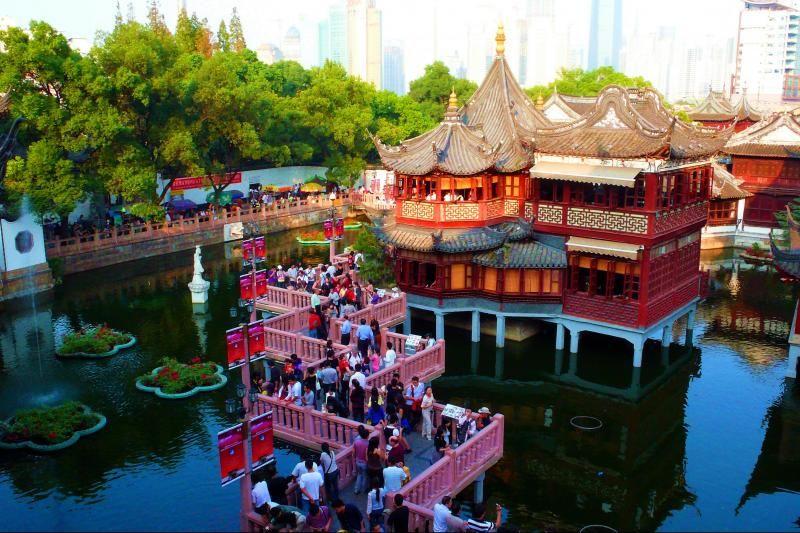 Shanghai Half Day Tour: Yu Yuan Gardens and Bund Waterway