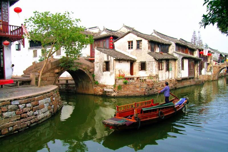 Zhouzhuang Water Village Half Day Tour: Boat Ride and Silk Mill (Private)