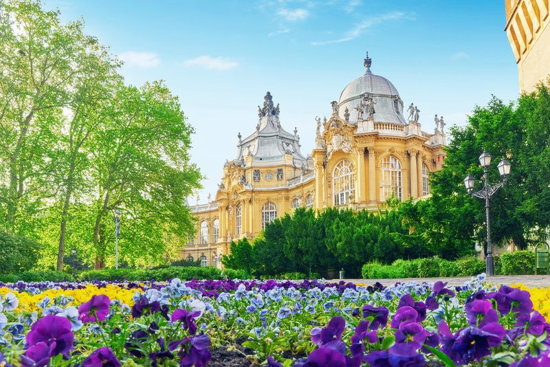 Budapest Small Group Tour with Danube River Cruise