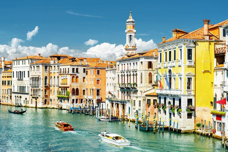 Enchanting Venice Walking Tour with Gondola Ride