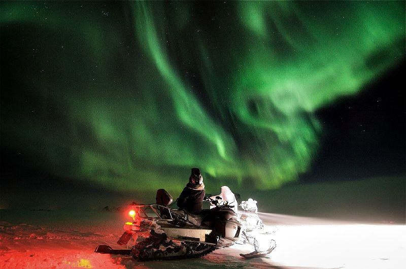 Lapland Northern Lights Tour by Snowmobile from Rovaniemi