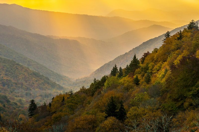 2-Day Great Smoky Mountain Tour: Pigeon Forge, Dixie Stampede, Helen Town