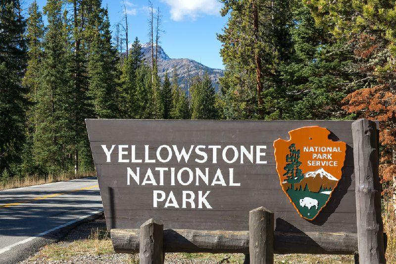 Yellowstone-Old Faithful Geyser Basin Hike