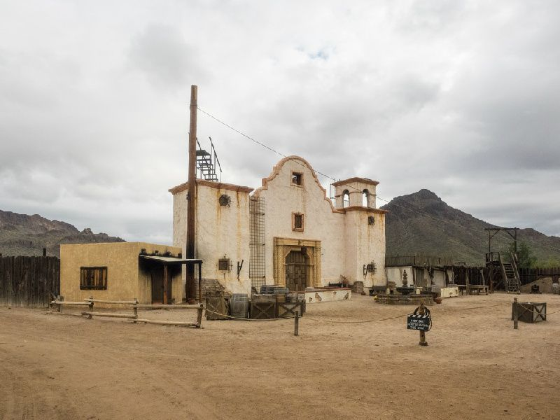 1-Day Tombstone and Old Tucson Sightseeing Tour