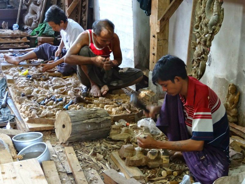 Private Full-Day Art and Craft Tour in Mandalay