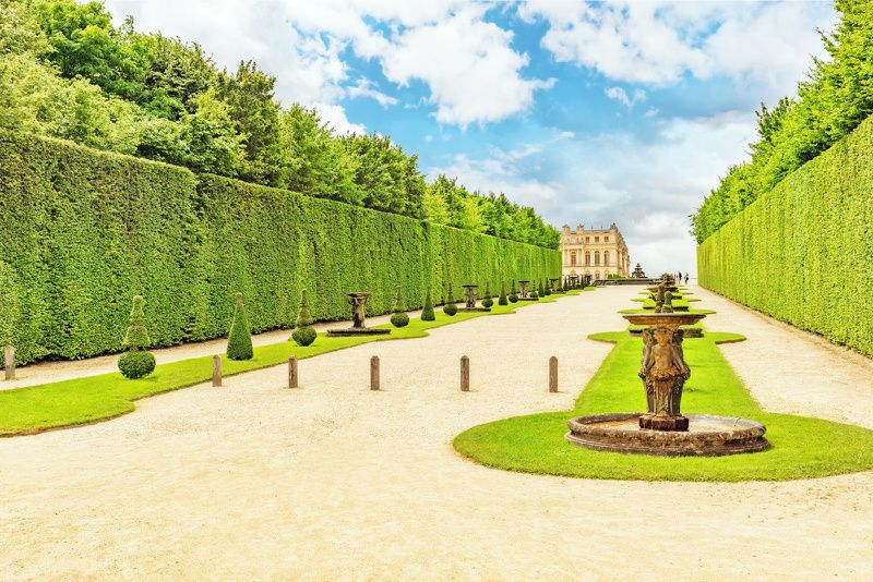 4.5-Hour Versailles Palace and Gardens Tour from Paris by Train