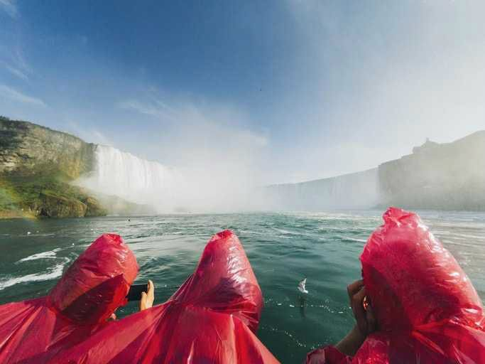 1-Day 5-Star Niagara Falls Tour with Hornblower Boat and Lunch - Toronto Pick-Up