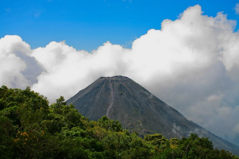 1-Day El Salvador Combo Day Tour: Volcanoes, Lake and Mayan Sites