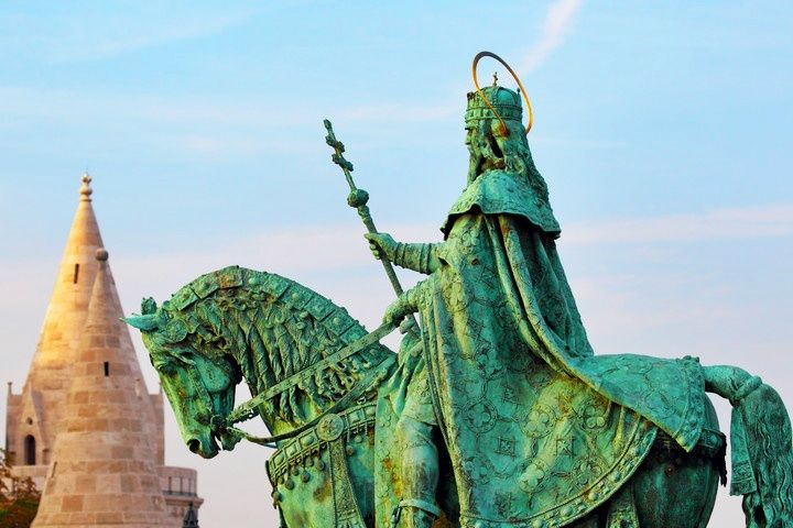 3-Hour Budapest City Tour: Gellert Hill | Castle District | Heroes' Square