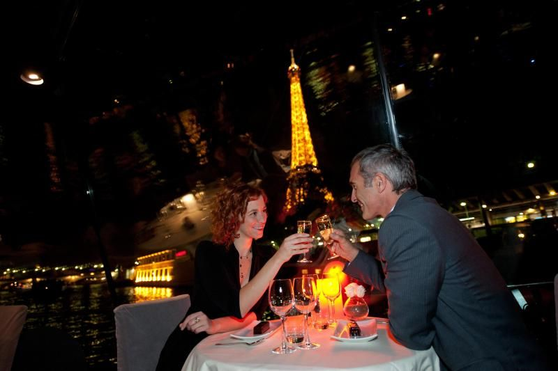 Romantic Paris Dinner Cruise: Private Table || 1/2 Bottle of Champagne || Rose Petals